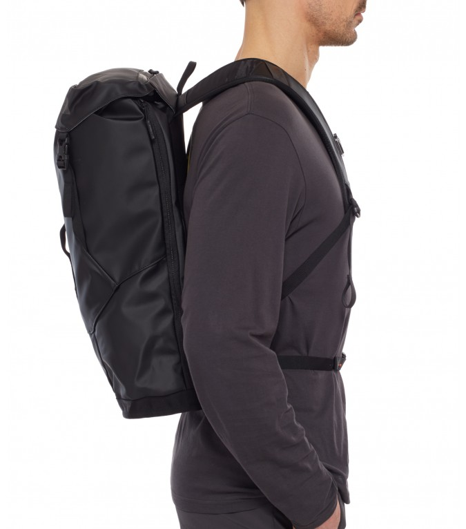 The-North-Face_Base-Camp-Citer-Rucksack_011