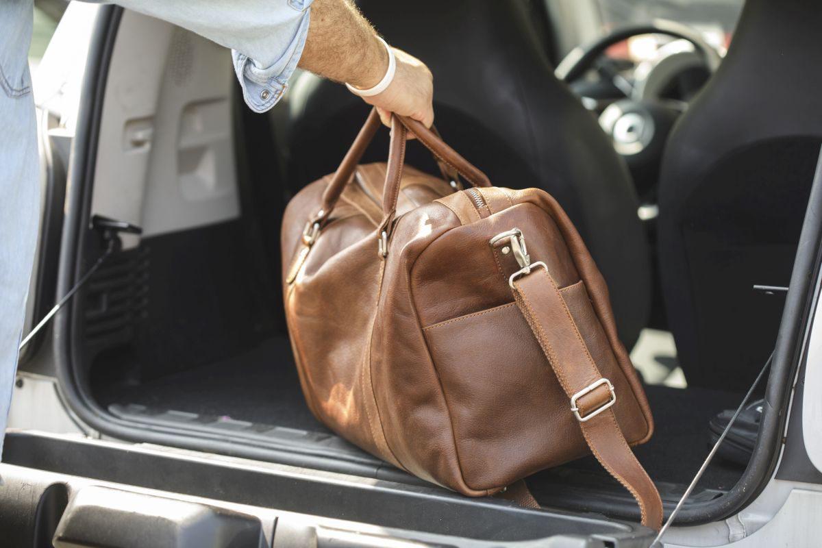Auto Kofferaum Gepäck aus Leder